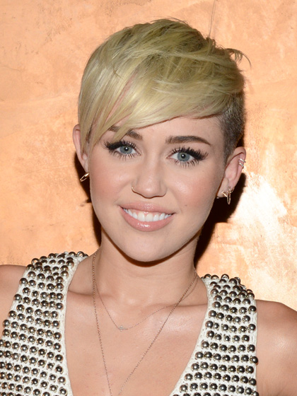 miley-cyrus-side-swept-pixie