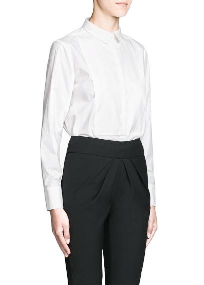 mango blusa blanca y pantalon negro.
