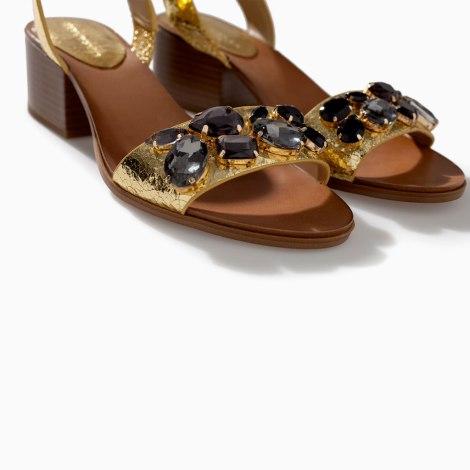 zara sandalias doradas